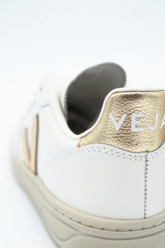 Veja basket bas Blanc femmes (VEJA-Basic plateau V Fluo - V10 Blanc V platine doré) - Marine | Much more than shoes